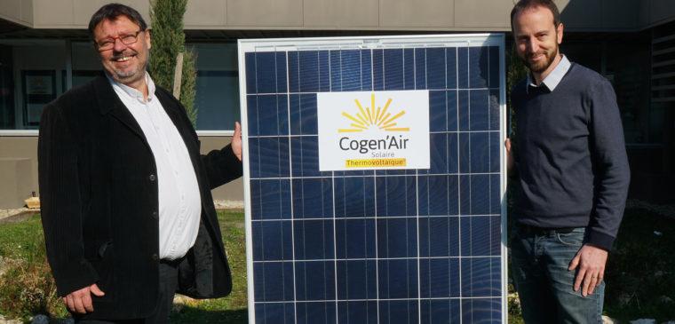 Le Président et le Fondateur présentant le panneau Cogen'Air
