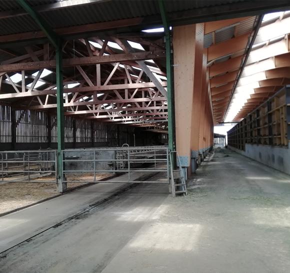 intérieur du séchoir en grange Val d'Orne