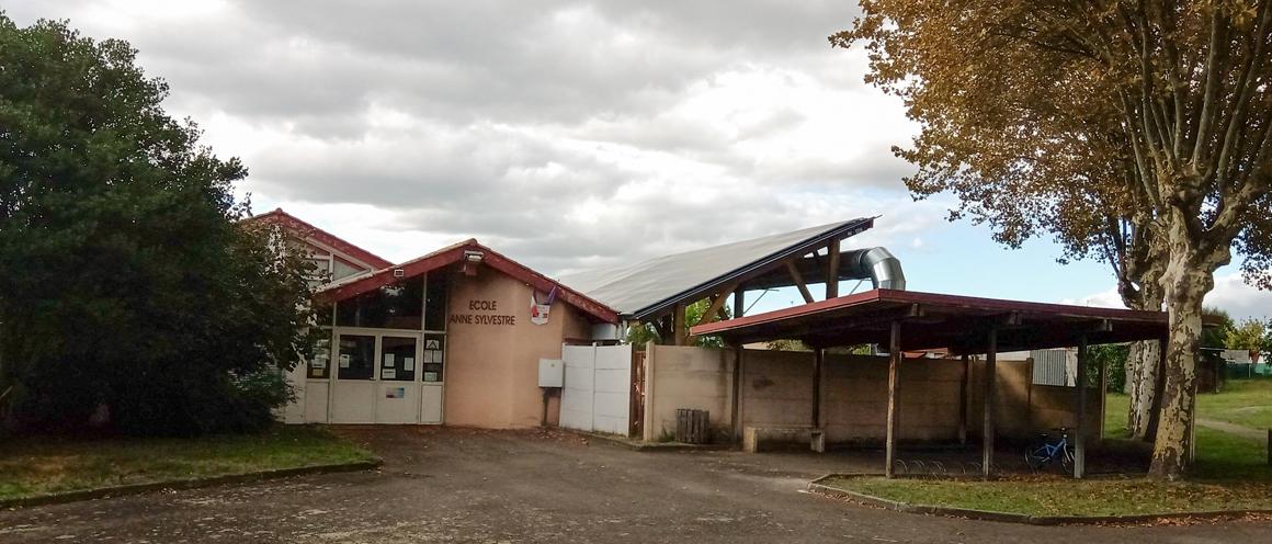 école Anne Sylvestre : ombrière Thermovoltaïque
